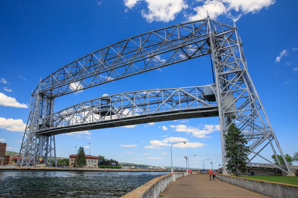 the best lodging near Duluth's Aerial Lift Bridge